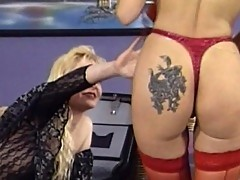 Blonde bitch loves licking cunt juice
